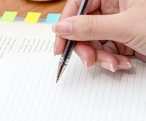 手書きでメモする手