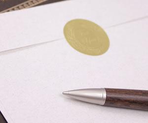住所を書く途中に置いたペン