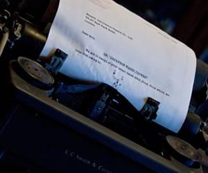 文章をうつタイプライター