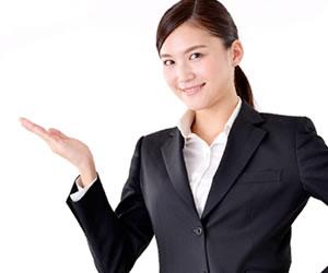 適正検査の重要性を紹介する女性