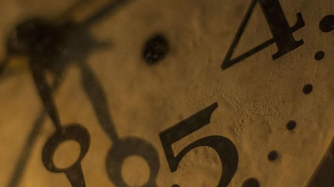 面接時間を刻む時計
