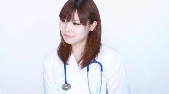 微笑む看護師の女性