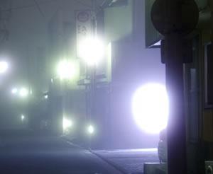 都市伝説の雰囲気がある夜道