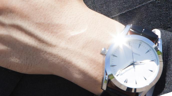 男性用のビジネス腕時計
