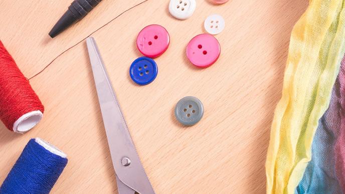 裁縫する作業風景