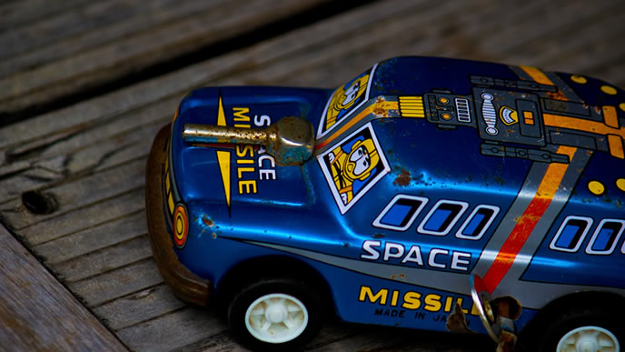 高級そうな青い車