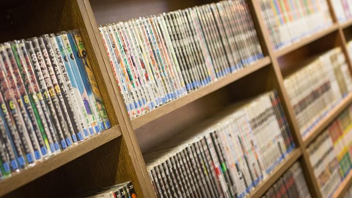 ネットカフェの本棚