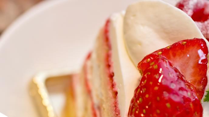 甘いイチゴのショートケーキ