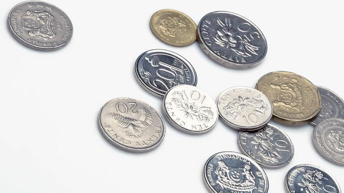 散らばる外国の通貨
