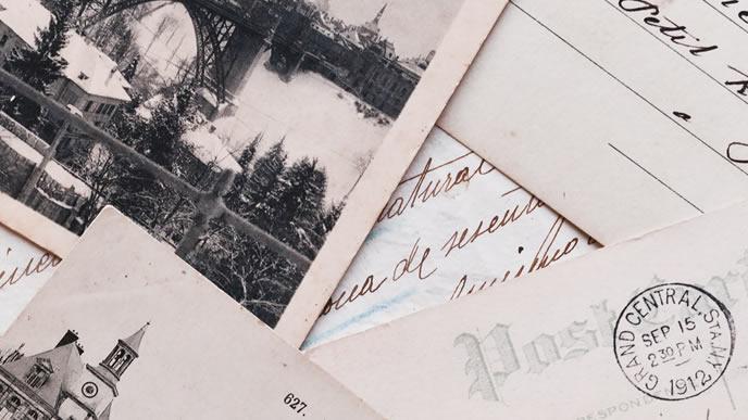 海外から来た手紙の山
