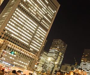 都会にある大企業のオフィスビル