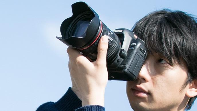 撮影に熱が入るプロカメラマン