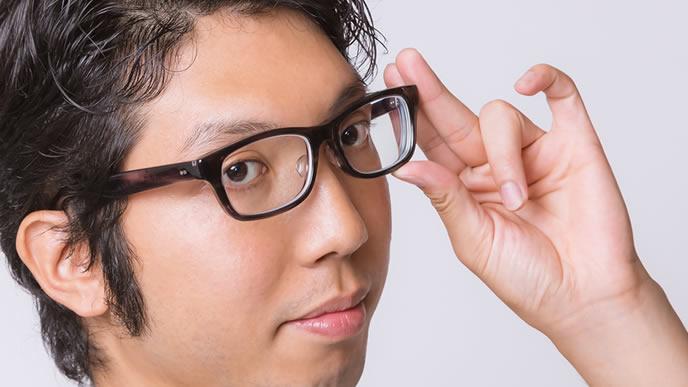 完璧主義のメガネ男性