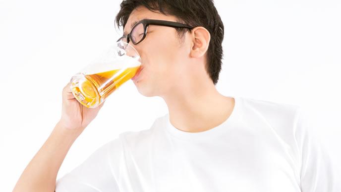 お酒が大好きな男性