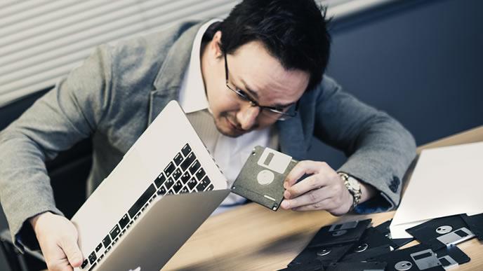 パソコンに疎い中年の男性