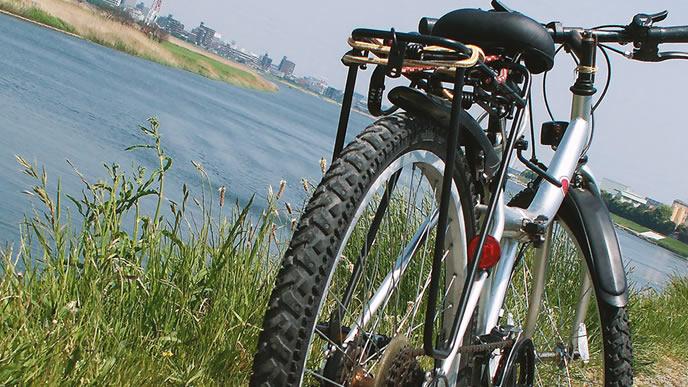 河原と通勤に使う自転車