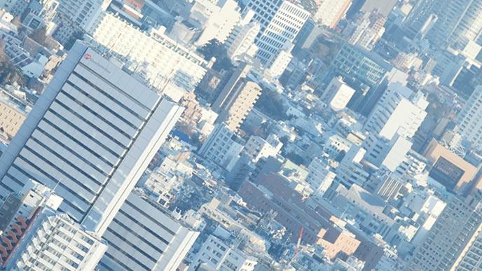 都会に広がる複数のオフィス