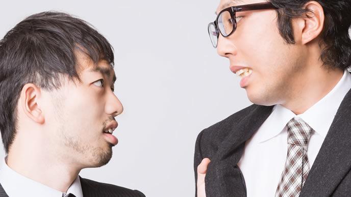 気に入らない上司と喧嘩をする男性
