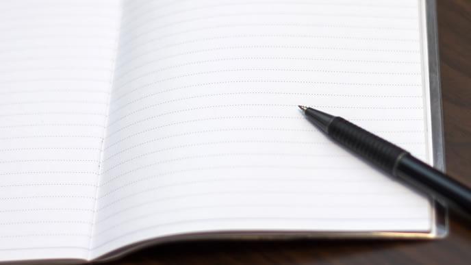 真っ白なメモとペン