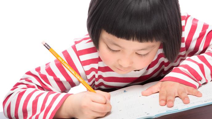 資格取得に励む小学生