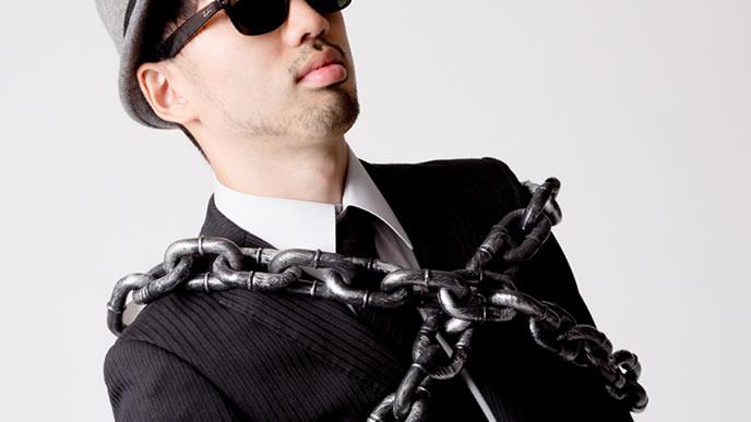 鎖で繋がれる重犯罪者