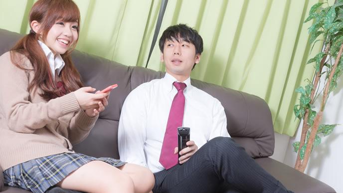 会社の飲み会を断りお家デートを楽しむ新人