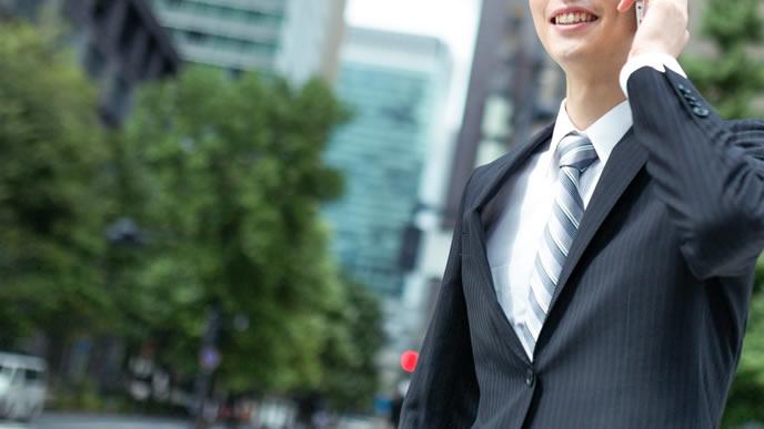 爽やかなネクタイが似合う就活生
