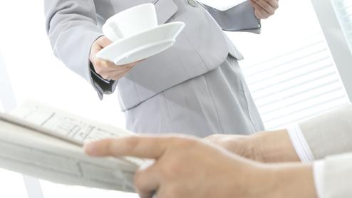 お茶の出し方は社会人の常識?基本的なお茶出しマナー