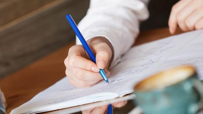 文章力の訓練をする就活生