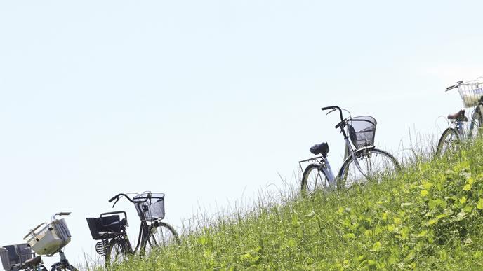 草原にある自転車