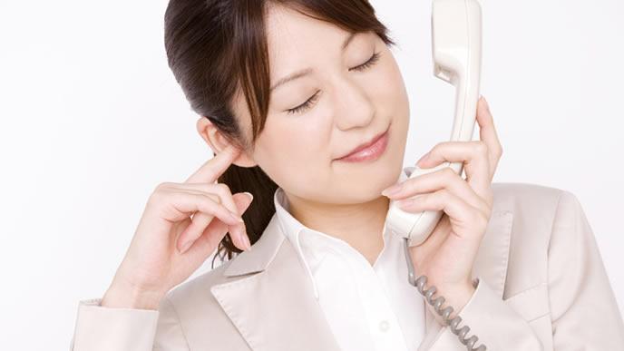 クレーム電話に嫌気がさしている女性