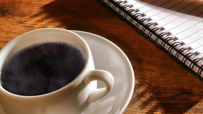 ビジネスマンの打ち合わせに使われるカフェ