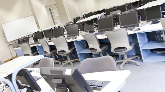 パソコン専門学校の一室