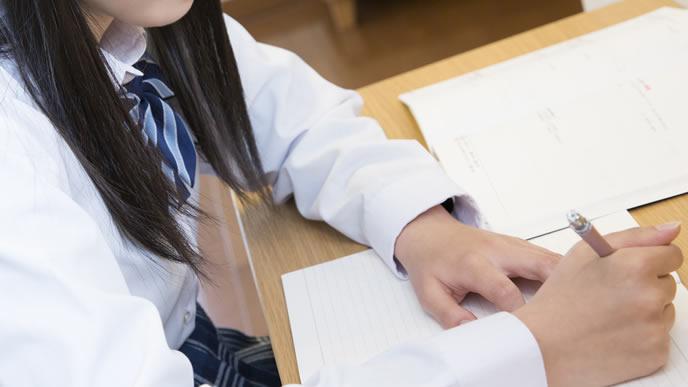 履歴書の志望動機を考える高校生