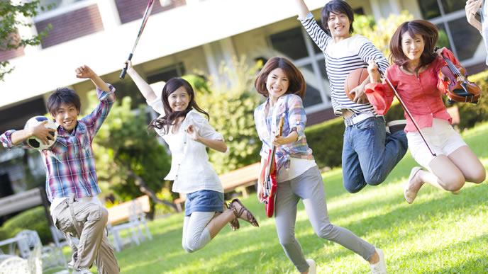 サークル活動に情熱を注ぐ大学生