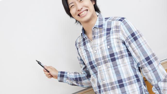 履歴書の書き方をレクチャーする企業のOB