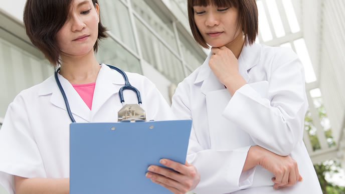 医療事務で働く女性