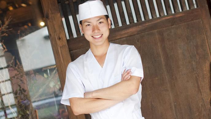 笑顔で出迎える飲食店の採用担当者