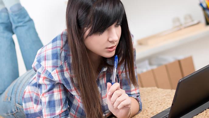 銀行に就職するために志望動機を考えている学生
