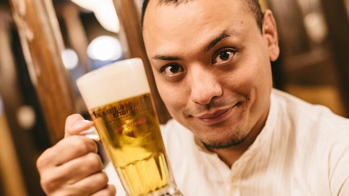 乾杯の挨拶を任される宴会部長
