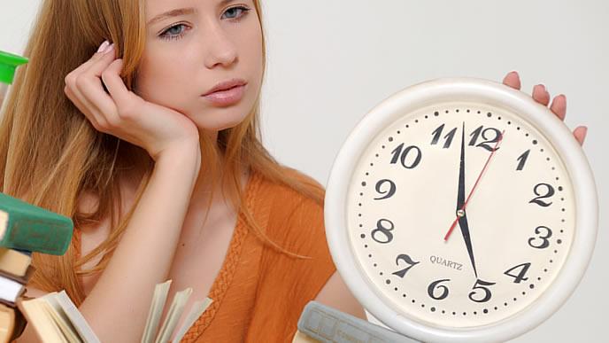 作文試験の制限時間を考える就活生