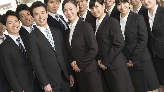 歓迎会へ向かう新入社員