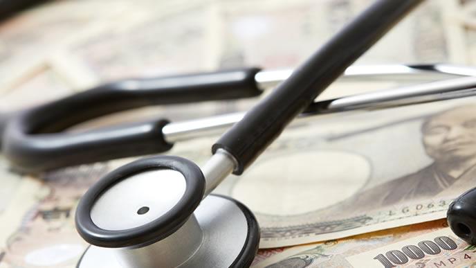 給料の内訳を調べる聴診器
