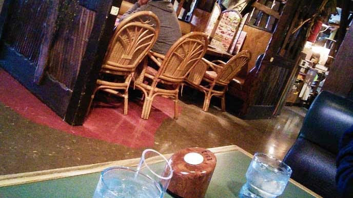 ファミリーレストランの店内