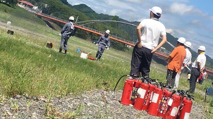 消防団の消火訓練