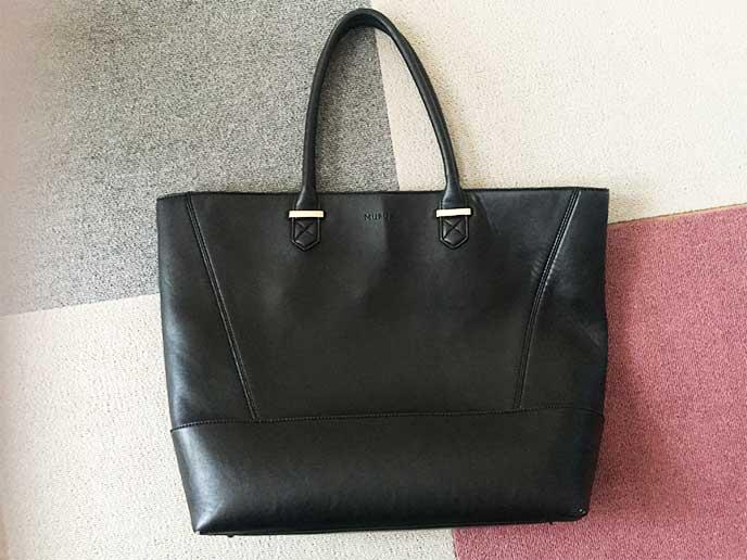 大きな黒いロートバッグ