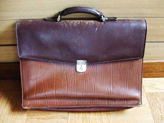 本皮のビジネスバッグ