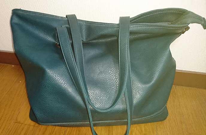 青緑色のトートバッグ