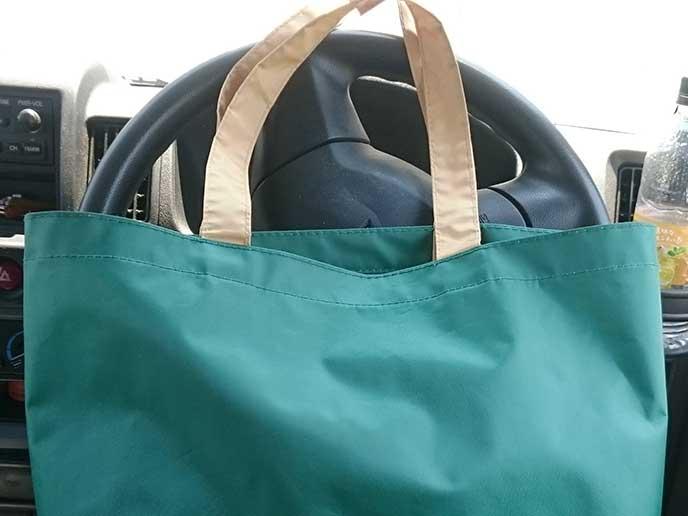 ナイロン製のトートバッグ
