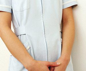 エステの制服を着た女性